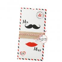 """Einladungskarten """"Mr. & Mrs."""" im pfiffigen Design mit charmanter Banderole, Anhänger und Formstanzung"""