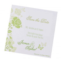 Grüne Save the Date Karten auf weißem Metallickarton