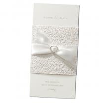 """Romantische Hochzeitskarten """"Herz"""" mit extravaganter Banderole mit Prägung in Velouroptik und Zierschleife mit edlem Strass-Herz"""