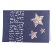 Verspielte Weihnachtskarten aus dunkelblauem Metallic-Karton mit internationalen Weihnachtswünschen in matter Weißfolienprägung, Ausstanzungen in Sternform und herrlich schimmernden Sternen auf dem Einlegeblatt