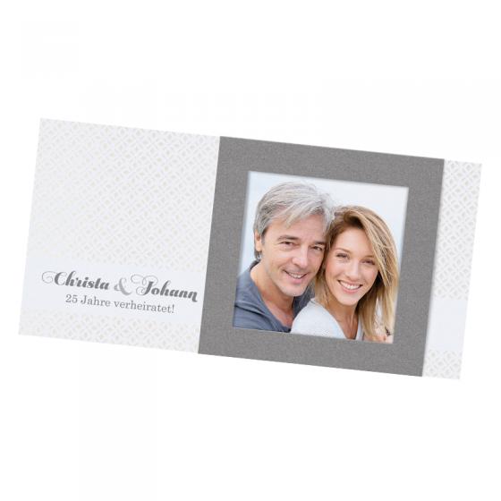 """Elegante Einladungen """"Silber mit Foto"""" auf einem schimmerndem Metallickarton"""