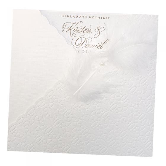 Exklusive Einladungskarten aus modernem Leinen-Strukturkarton mit Zierperle und weißer Feder