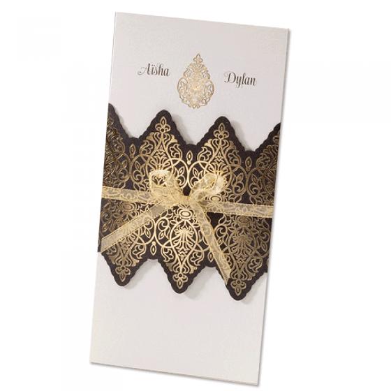 """Hochzeitseinladung """"Orient"""" mit edler Goldfolienprägung und hübscher Zierschleife."""