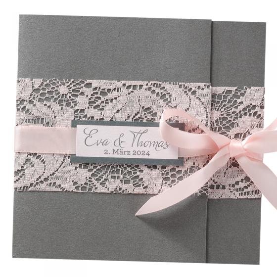 """Hochzeitseinladungen """"Rosa Spitze"""" mit hübscher Spitzenbordüre, eleganter Satinschleife und ausgefallener Falttechnik"""