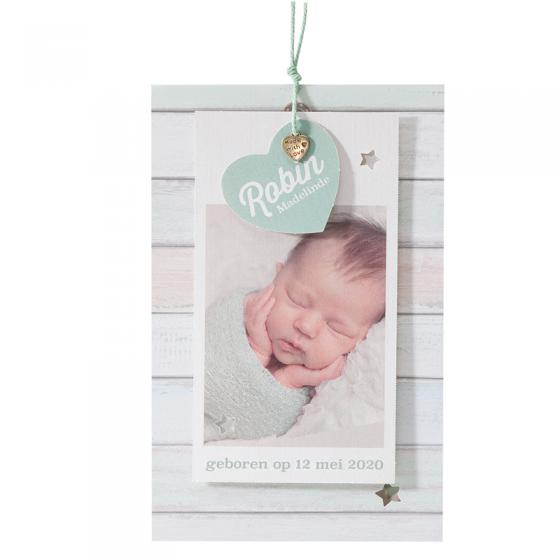 Moderne Fotokarten zur Geburt aus schimmerndem Metallickarton mit hübscher Formstanzung und liebevoller Anhängergestaltung - mit Fotoeindruck