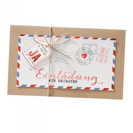 Moderne Hochzeitseinladungen in attraktivem Luftpostdesign mit ausgefallener Veredelung und charmantem Materialmix